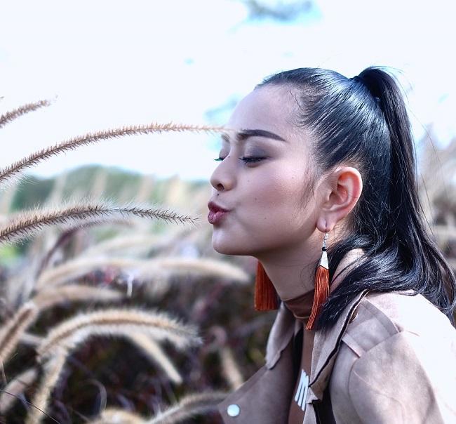"""Gục ngã trước loạt ảnh mới của cô gái Lào 20 tuổi """"xinh như tiên"""" - hình ảnh 17"""