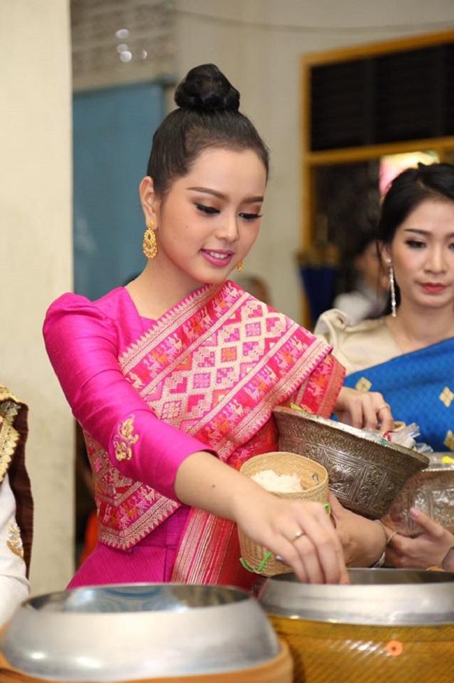 """Gục ngã trước loạt ảnh mới của cô gái Lào 20 tuổi """"xinh như tiên"""" - hình ảnh 18"""