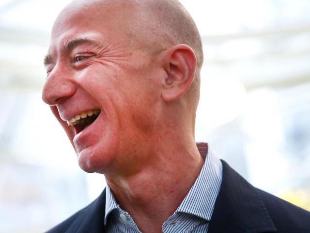 """Độ giàu """"khủng"""" của Jeff Bezos: Bằng khối tài sản của 2,3 triệu người dân Mỹ cộng lại"""