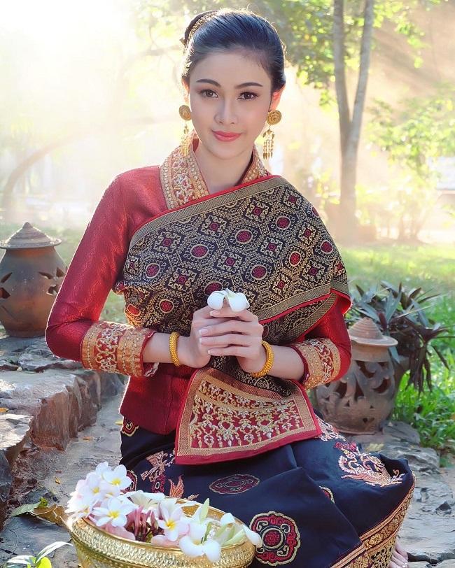 Ngỡ ngàng trước nhan sắc xinh như mộng của con gái Lào ngày nay - hình ảnh 7