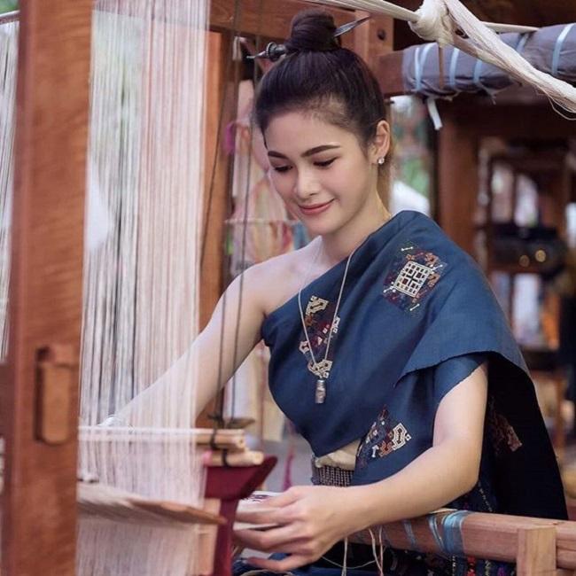 Ngỡ ngàng trước nhan sắc xinh như mộng của con gái Lào ngày nay - hình ảnh 8