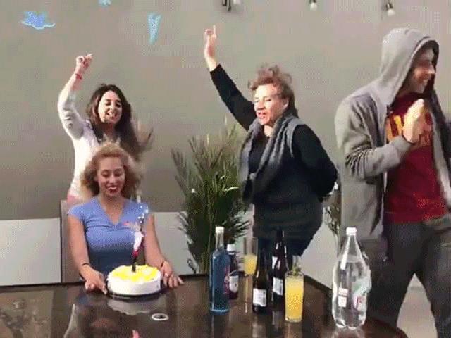 Hết hồn với bữa tiệc sinh nhật siêu lầy của đám bạn thân