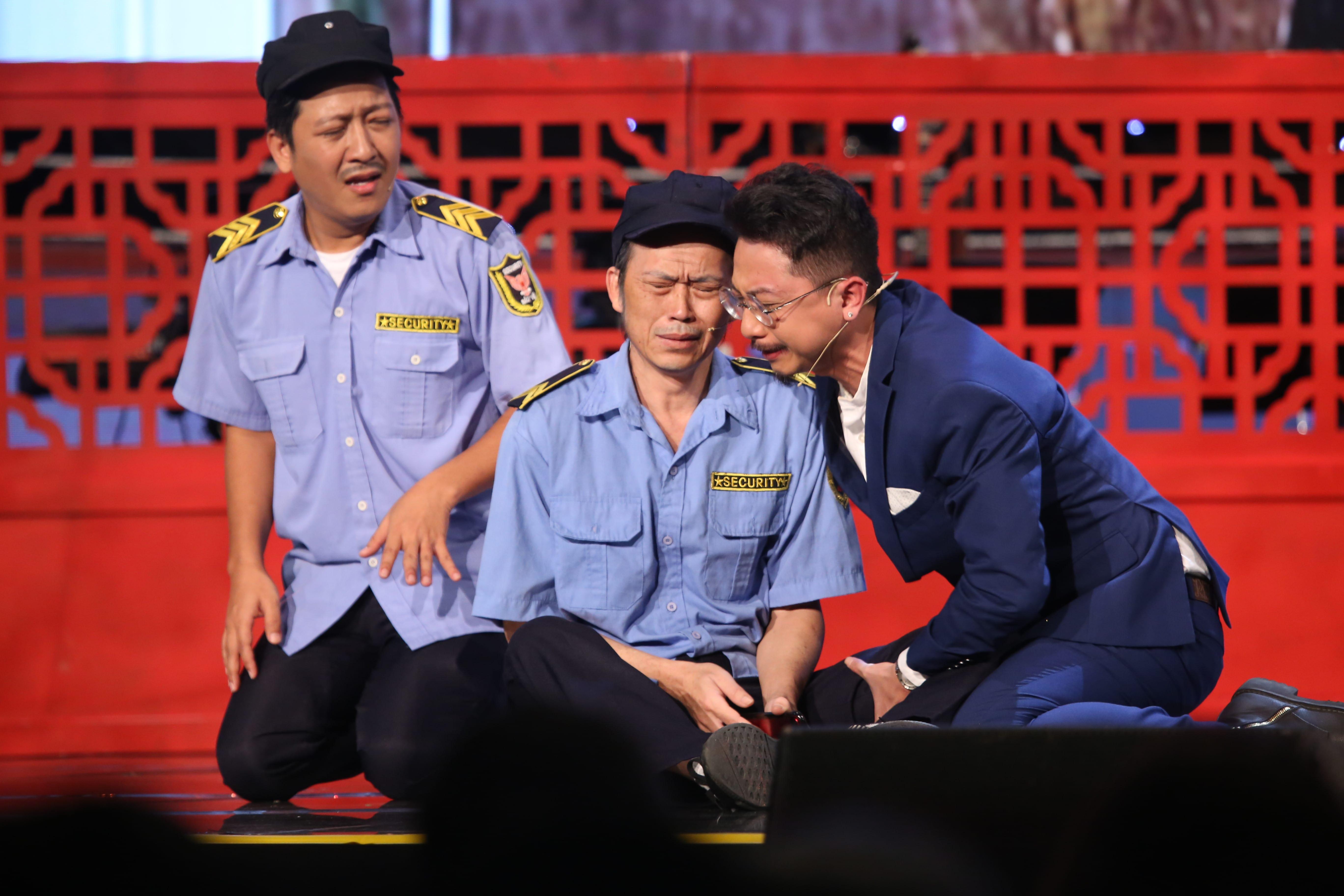 Giật mình gương mặt già nua của Hoài Linh trong hài Tết 2019 - 1