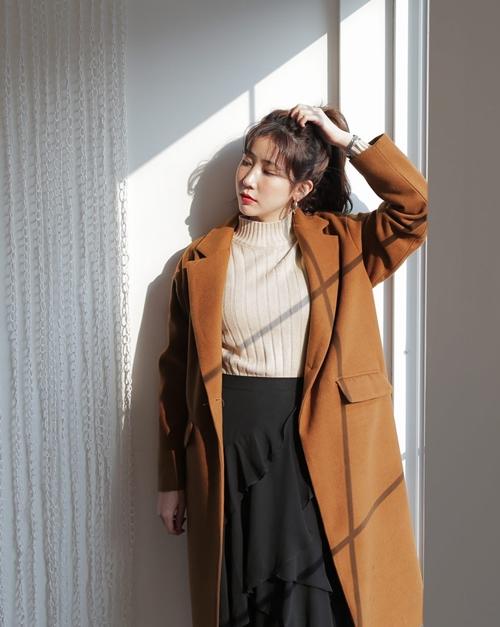 5 kiểu mặc layer với áo len để nàng công sở vừa ấm vừa xinh - 1