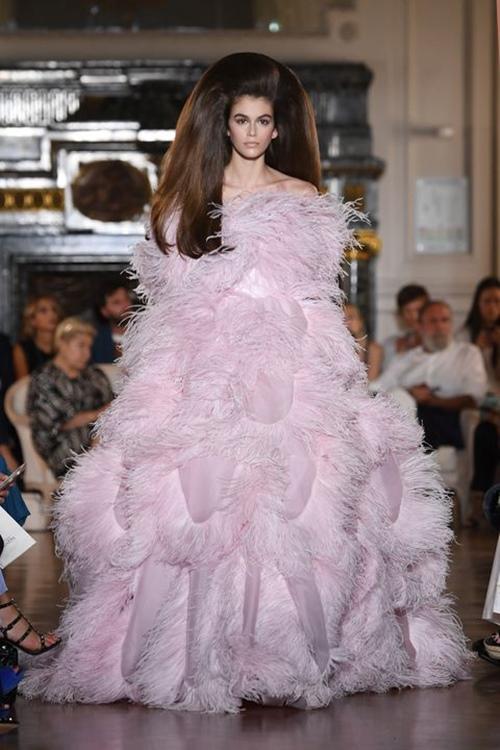 Điểm lại 12 câu chuyện thời trang ấn tượng nhất năm cũ - 1