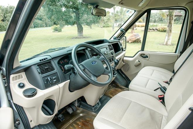 Ford công bố giá bán mới cho xe khách Transit - 4