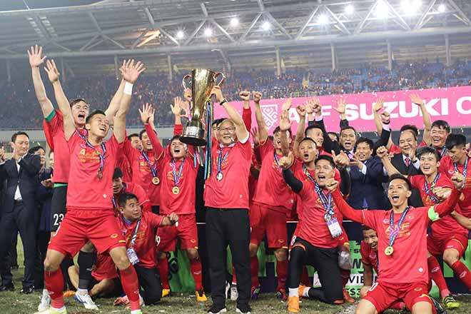 HLV Park Hang Seo tròn 60 tuổi: Biểu tượng chiến thắng của bóng đá Việt Nam - 2