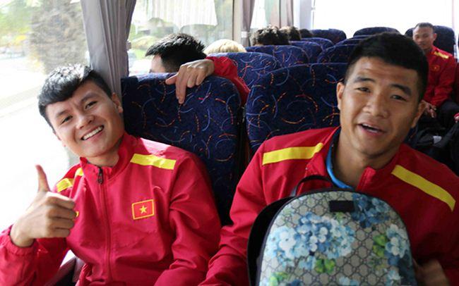 Đặt chân đến Asian Cup 2019: Duy Mạnh, Hà Đức Chinh nổi bật với balo 20 triệu đồng - 5