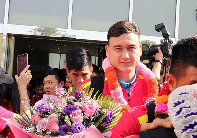 Đặt chân đến Asian Cup 2019: Duy Mạnh, Hà Đức Chinh nổi bật với balo 20 triệu đồng - 8