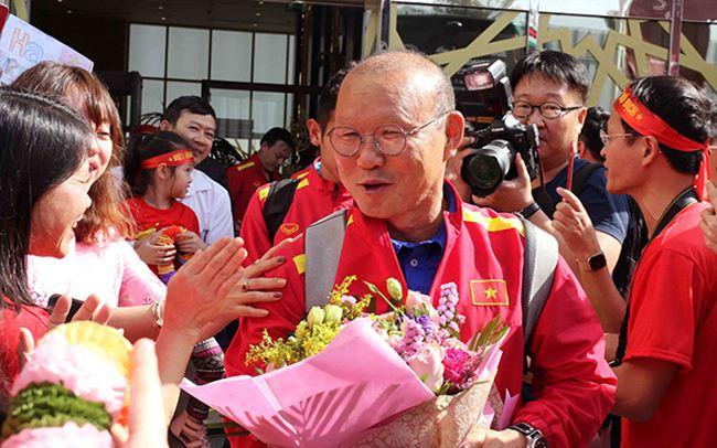 Đặt chân đến Asian Cup 2019: Duy Mạnh, Hà Đức Chinh nổi bật với balo 20 triệu đồng - 7