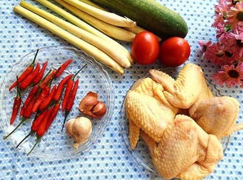 Canh gà nấu sả nóng hổi cho bữa tối mùa đông - 1