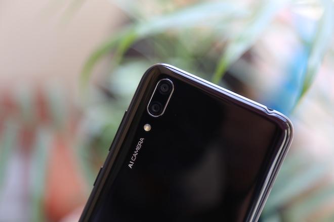 """Trên tay Huawei Y7 Pro (2019) với màn hình """"giọt nước"""", pin """"trâu"""", chip """"rồng"""" - 7"""