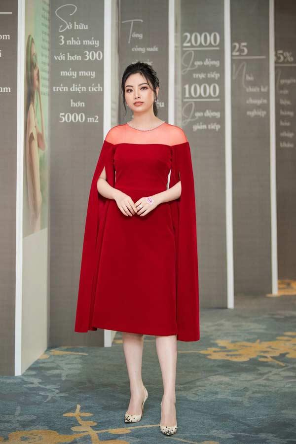 Hoa hậu Đặng Thu Thảo xuất hiện xinh đẹp, rạng rỡ bất chấp thời tiết giá lạnh - 7
