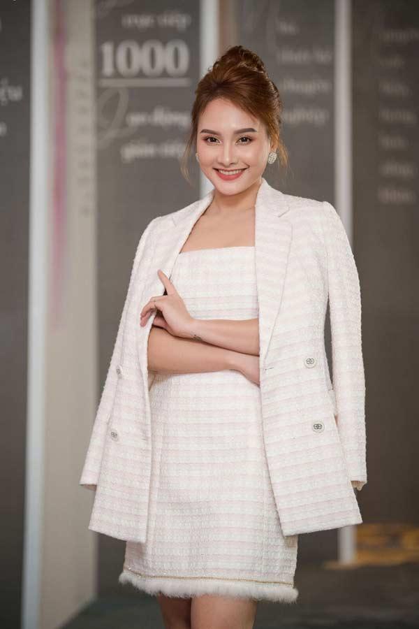 Hoa hậu Đặng Thu Thảo xuất hiện xinh đẹp, rạng rỡ bất chấp thời tiết giá lạnh - 8