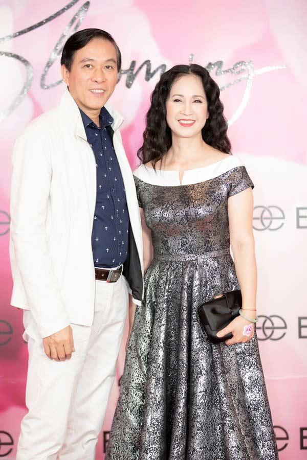 Hoa hậu Đặng Thu Thảo xuất hiện xinh đẹp, rạng rỡ bất chấp thời tiết giá lạnh - 9
