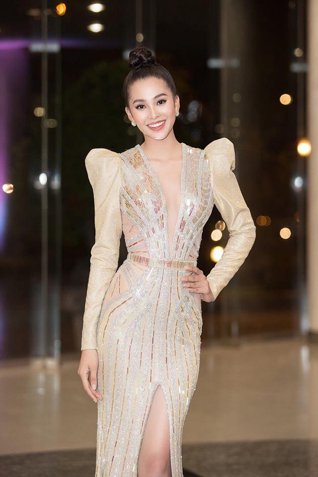 Đầu năm 2019, Diệp Lâm Anh lấn lướt loạt hoa hậu nhờ váy xẻ cổ sâu tới rốn - 6