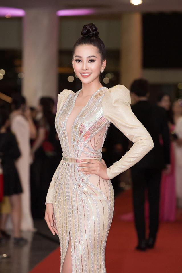 Đầu năm 2019, Diệp Lâm Anh lấn lướt loạt hoa hậu nhờ váy xẻ cổ sâu tới rốn - 7