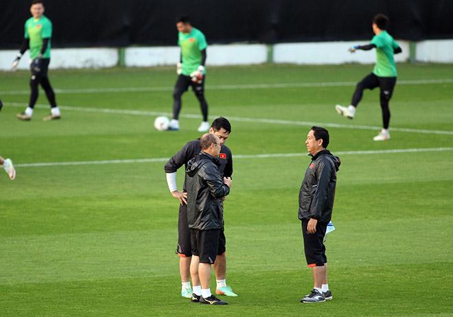 """Thầy Park nhắc nhở thủ môn Lâm """"Tây"""" 11,5 tỷ đồng trước trận đấu Iraq - 4"""