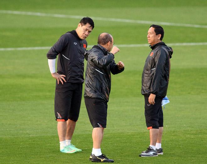 """Thầy Park nhắc nhở thủ môn Lâm """"Tây"""" 11,5 tỷ đồng trước trận đấu Iraq - 6"""