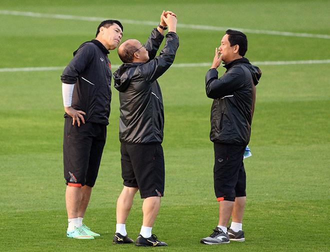 """Thầy Park nhắc nhở thủ môn Lâm """"Tây"""" 11,5 tỷ đồng trước trận đấu Iraq - 7"""