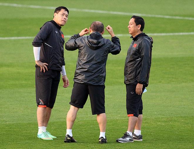 """Thầy Park nhắc nhở thủ môn Lâm """"Tây"""" 11,5 tỷ đồng trước trận đấu Iraq - 8"""