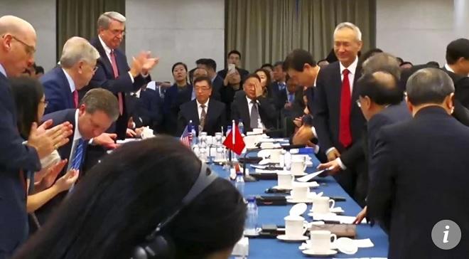 Động thái lạ của TQ trong ngày đầu đàm phán thương mại Mỹ-Trung - 1