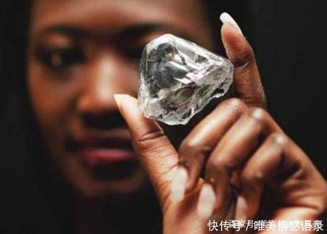 Có một nơi ở châu Phi kim cương bán rẻ bèo nhưng khách du lịch chẳng thèm mua - 3