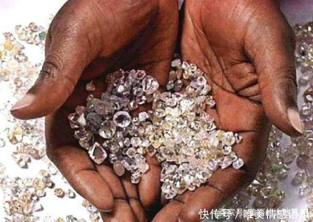 Có một nơi ở châu Phi kim cương bán rẻ bèo nhưng khách du lịch chẳng thèm mua - 4