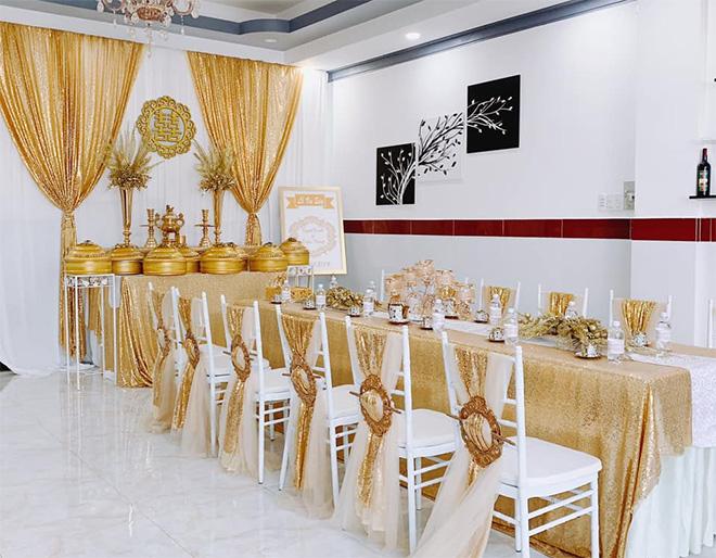 """Nữ ca sĩ đeo vàng trĩu nặng tay trong đám cưới """"khủng"""" ở Vĩnh Long là ai? - 1"""