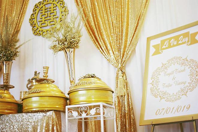 """Nữ ca sĩ đeo vàng trĩu nặng tay trong đám cưới """"khủng"""" ở Vĩnh Long là ai? - 2"""