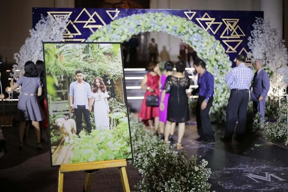 """Nữ ca sĩ đeo vàng trĩu nặng tay trong đám cưới """"khủng"""" ở Vĩnh Long là ai? - 10"""