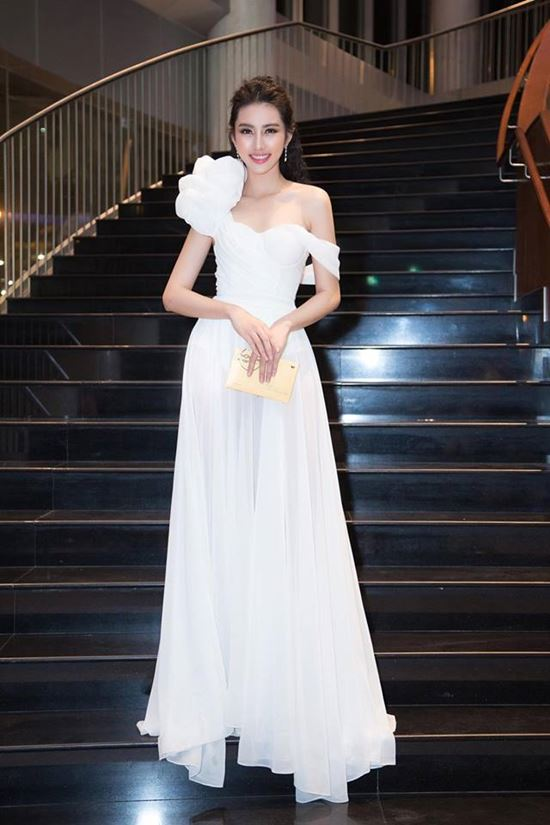 Bà xã Công Vinh đẹp nhất tuần với váy khoe lưng ong - 6