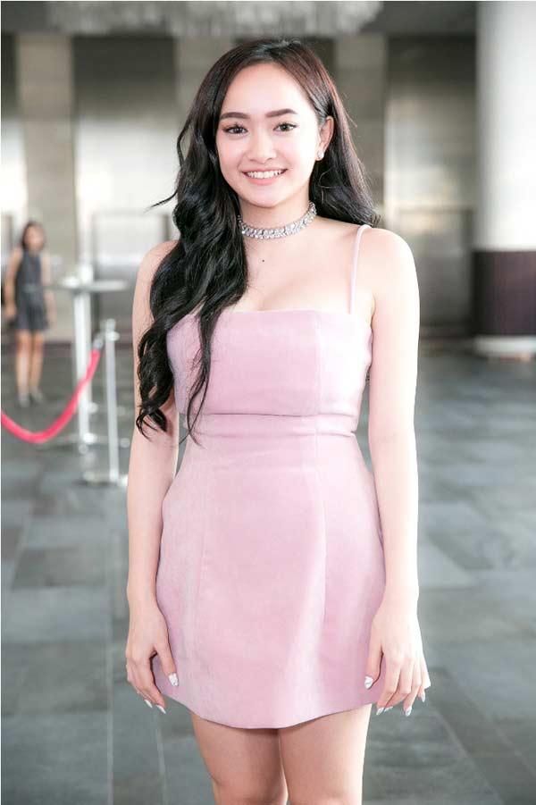 """""""Em chưa 18"""" Kaity Nguyễn diện bikini cạp cao chào tuổi 19 - 6"""
