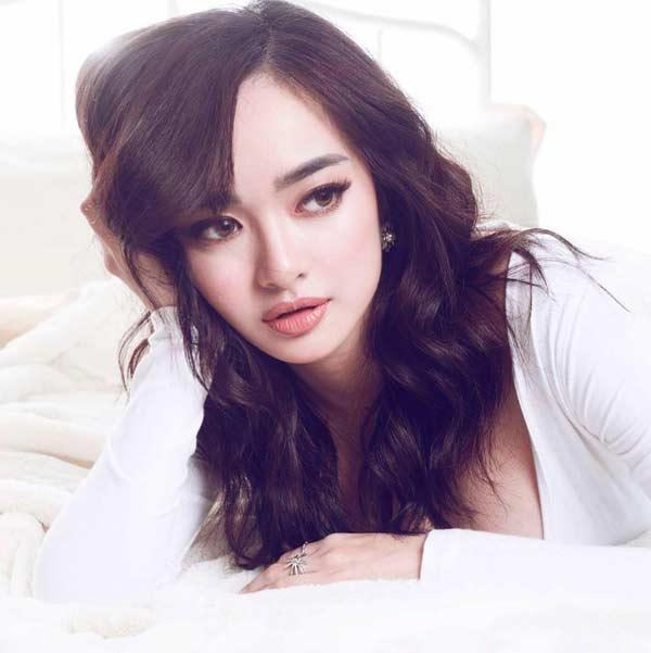 """""""Em chưa 18"""" Kaity Nguyễn diện bikini cạp cao chào tuổi 19 - 1"""