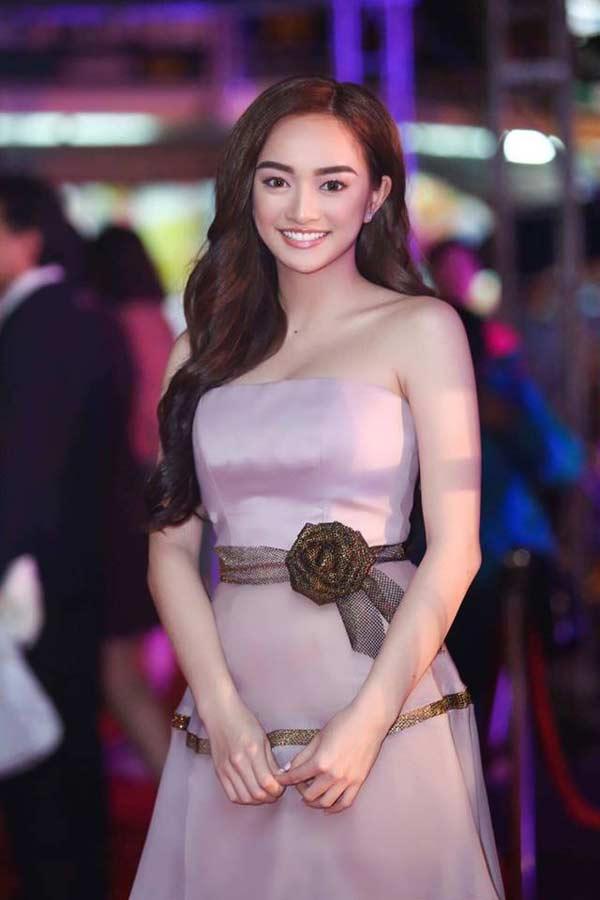 """""""Em chưa 18"""" Kaity Nguyễn diện bikini cạp cao chào tuổi 19 - 7"""