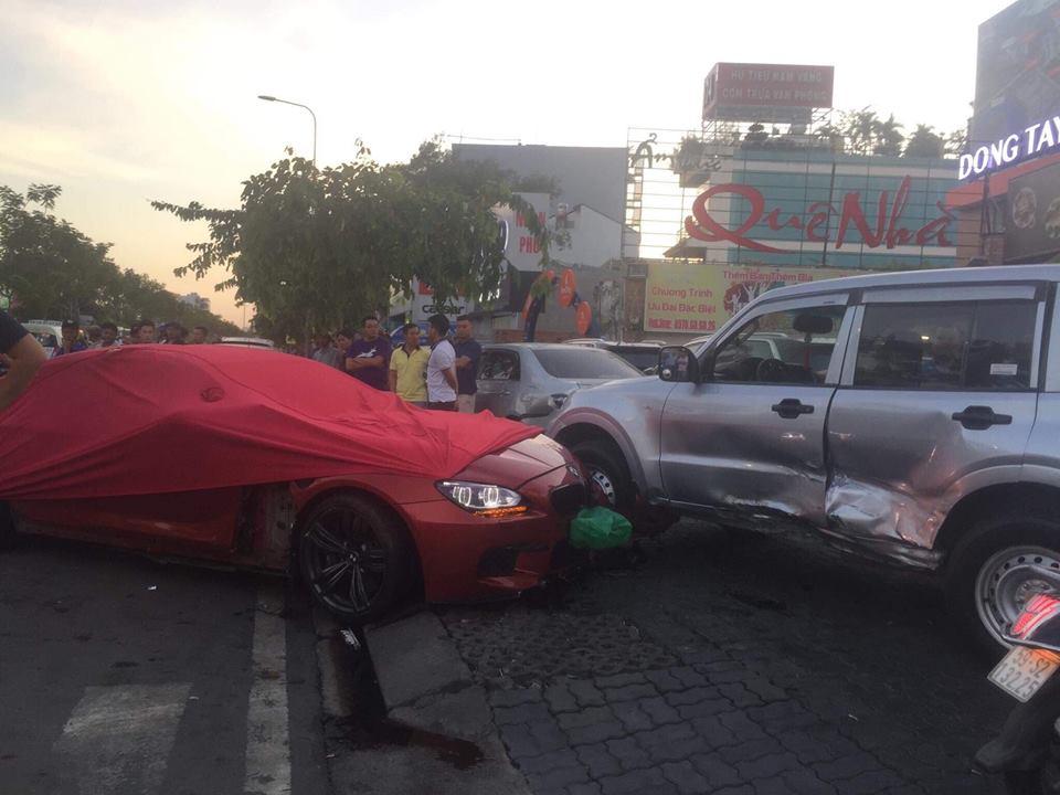 Xế hộp siêu sang tông hàng loạt ô tô và xe máy ở Sài Gòn - 3