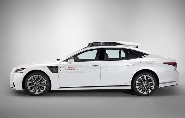 """Xế sang Lexus LS 500h được trang bị """"tài xế ảo"""" tự lái - 1"""