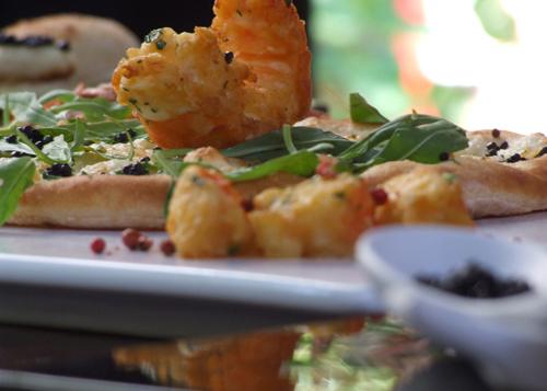 Những món ăn bọc vàng cực xa xỉ, thực khách vừa ăn vừa tiếc - 2