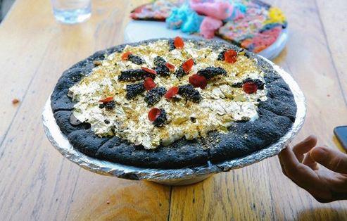 Những món ăn bọc vàng cực xa xỉ, thực khách vừa ăn vừa tiếc - 8