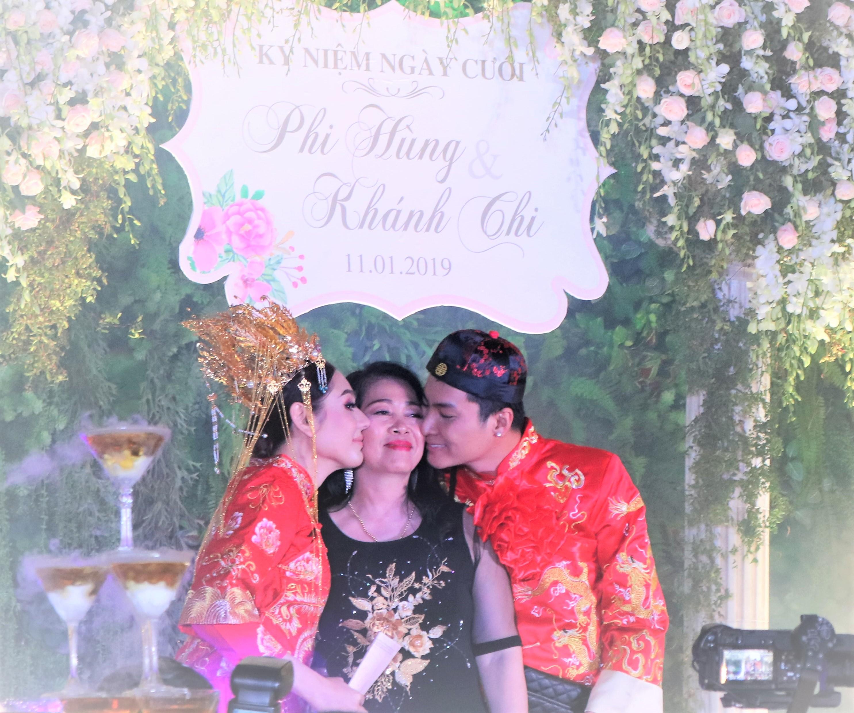 """Mẹ chồng Lâm Khánh Chi tặng quà """"khủng"""" trong lễ kỉ niệm 1 năm ngày cưới của con - 1"""