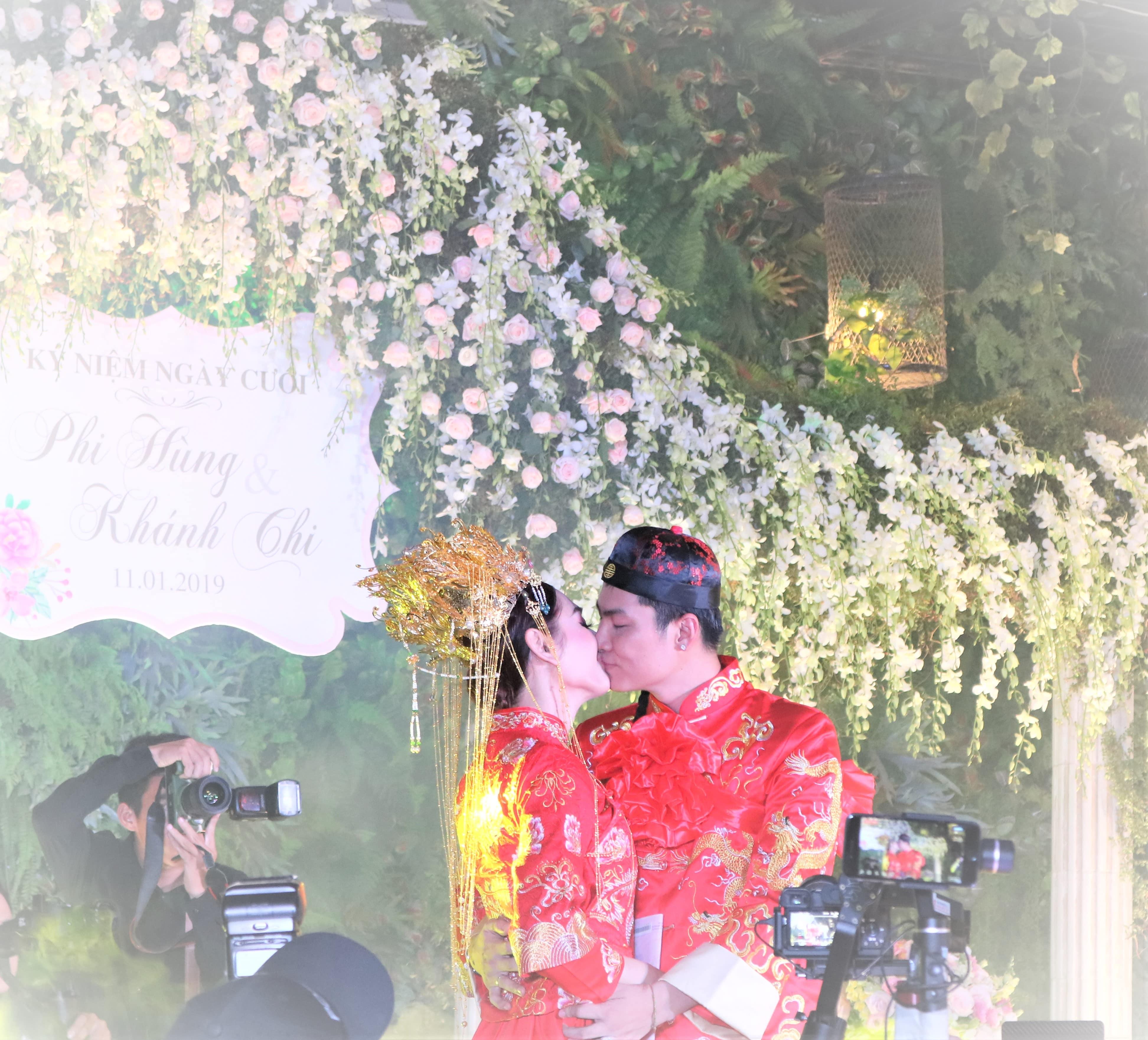 """Mẹ chồng Lâm Khánh Chi tặng quà """"khủng"""" trong lễ kỉ niệm 1 năm ngày cưới của con - 4"""