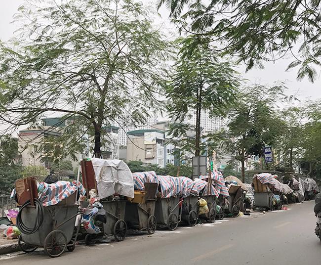 """Phát hoảng với những """"núi rác"""" bốc mùi xú uế khắp phố phường Hà Nội - 20"""