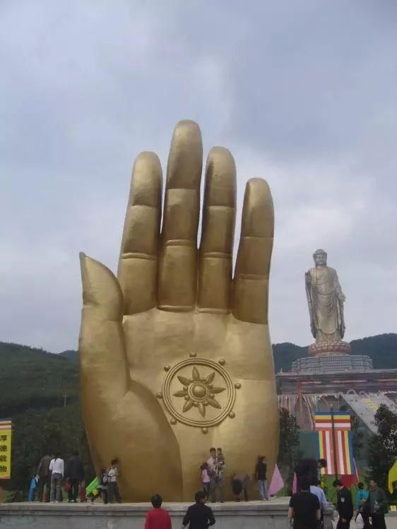 Tượng Phật cao nhất thế giới, muốn chạm tay vào phải trả tiền - 4