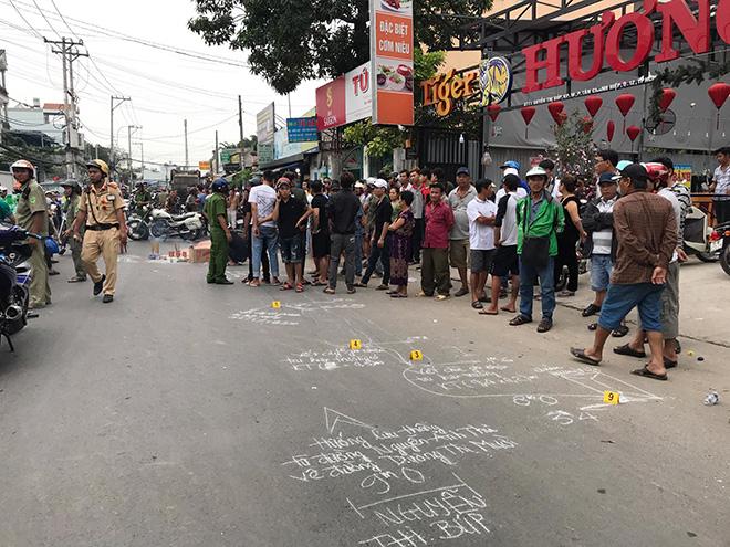 """""""Đụng"""" xe chở rác trên phố Sài Gòn, hai thanh niên tử vong - 1"""