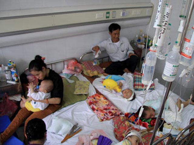 Bệnh sởi đang hoành hành ở TP.HCM, nhiều bệnh viện quá tải - 1