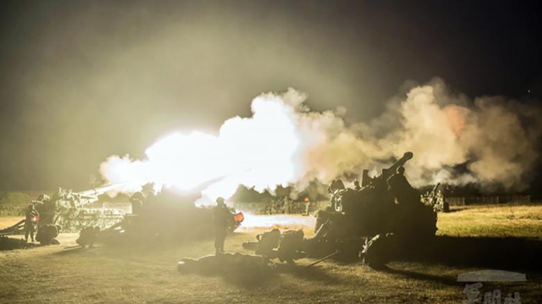 """Đài Loan tập trận bắn đạn thật rầm rộ ngăn TQ """"chiếm đảo"""" - 1"""