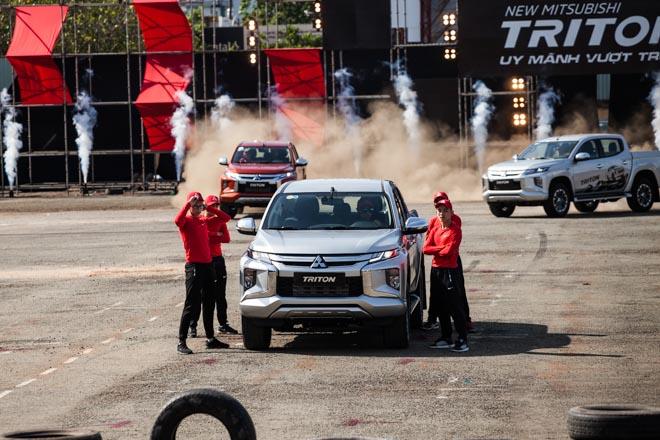 Mitsubishi Triton 2019 ra mắt thị trường Việt Nam bằng những màn drift xe kịch tính - 1
