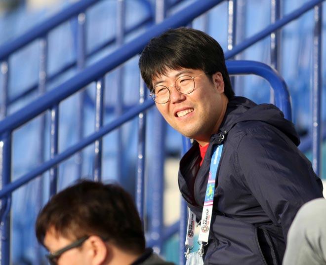 """Nữ phóng viên Hàn Quốc xinh đẹp """"săn"""" thầy Park & ĐT Việt Nam - 7"""