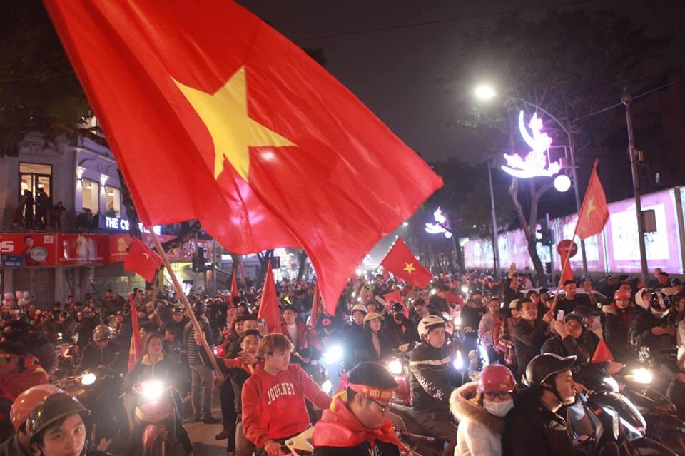 Việt Nam vào tứ kết Asian Cup 2019: Tết đến sớm với hàng triệu người Việt - 5