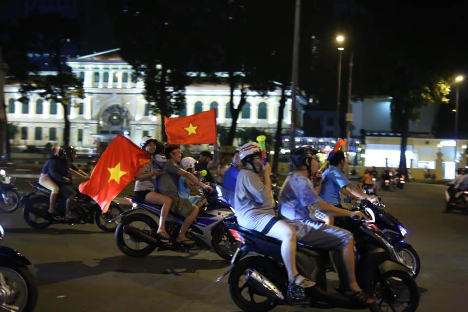 Việt Nam vào tứ kết Asian Cup 2019: Tết đến sớm với hàng triệu người Việt - 6